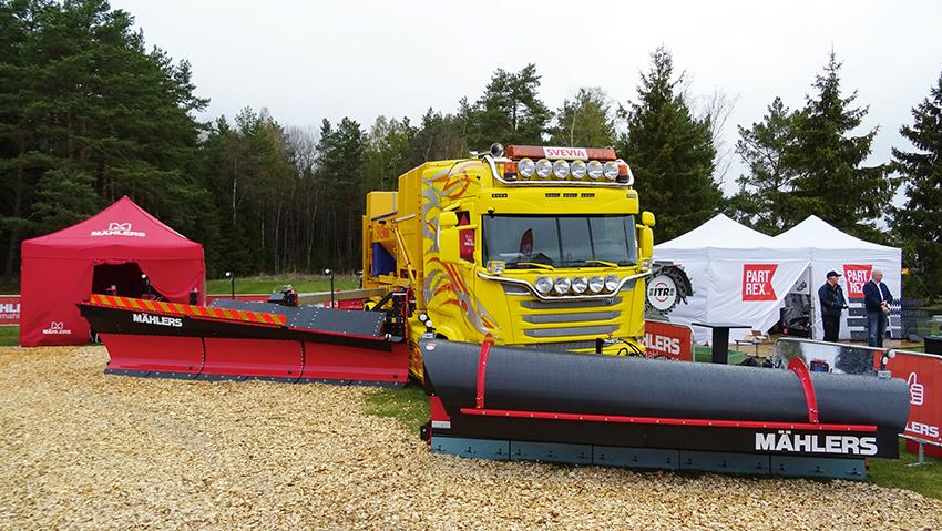 I Mählers monter på Maskinexpo visades den nya Caway sidoplogen monterad på en lastväxllarm på Björks Schakt & Transports nya Scania R580 Highline Tridem.
