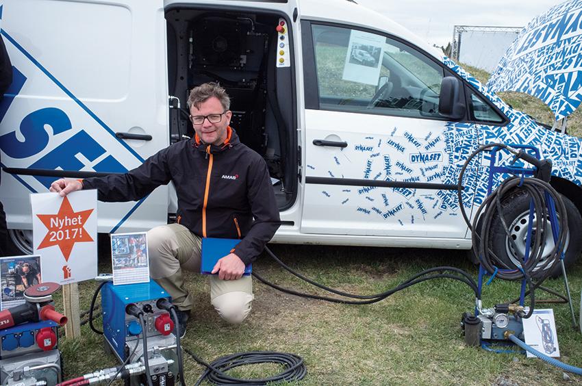 Fredrik Eriksson, Eftermarknadsansvarig på Amas Svenska AB visade bland annat Dynasets nya tysta hydraulmotorer på Maskinexpo.