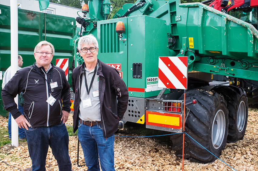 Robert Eriksson, vd och Tommy Portström, säljare på Värmdal & Traktorservice var nöjda utställare på Elmia Wood.
