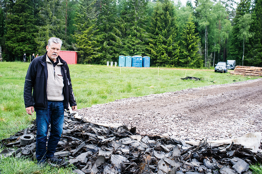 På Elmia Wood visade Lars-Johan Johansson på Nordenväg en vägkonstruktion som klarar tunga transporter på blöta och dåliga marker. Foto: Per Eriksson