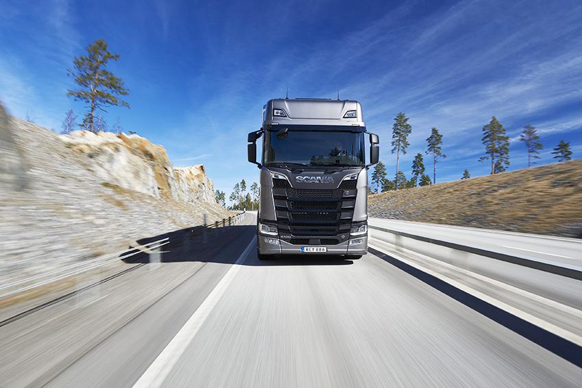 Scania S 520 V8 6x2 Highline with trailer Malmköping, Sweden Photo: Dan Boman 2017