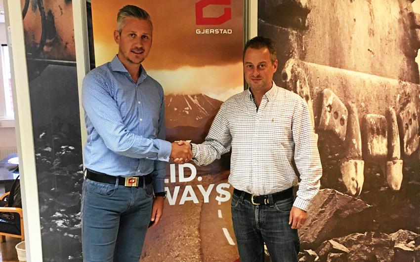 Tor Kjetilson Moe (t.v.) vd på Gjerstad Products och Andrew Hargreaves, vd på Fuel Proof har enats om ett distributionsavtal.