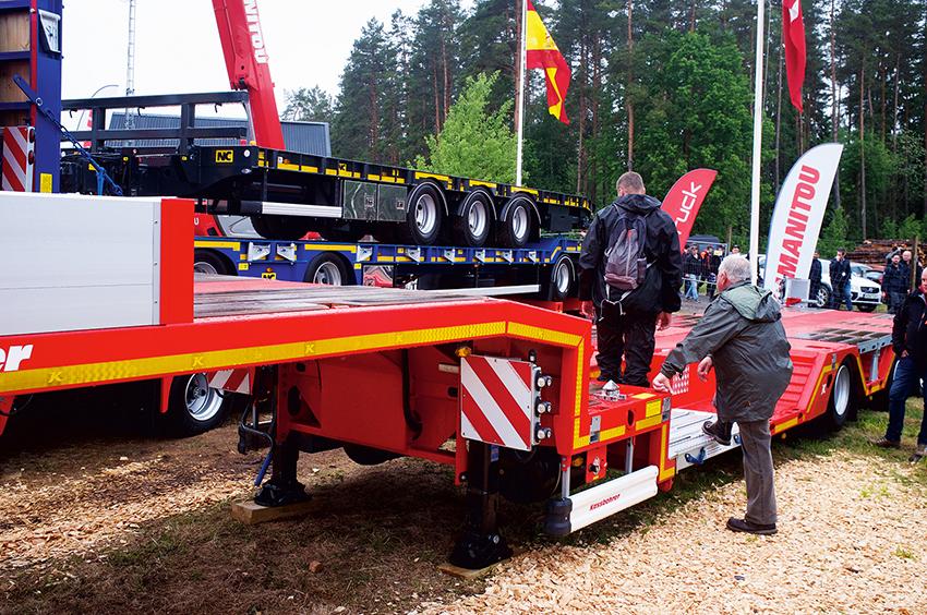 På Elmia Wood visade Olofsson i Syd bland annat en ny 3-axlad maskintrailer från Kässbohrer.