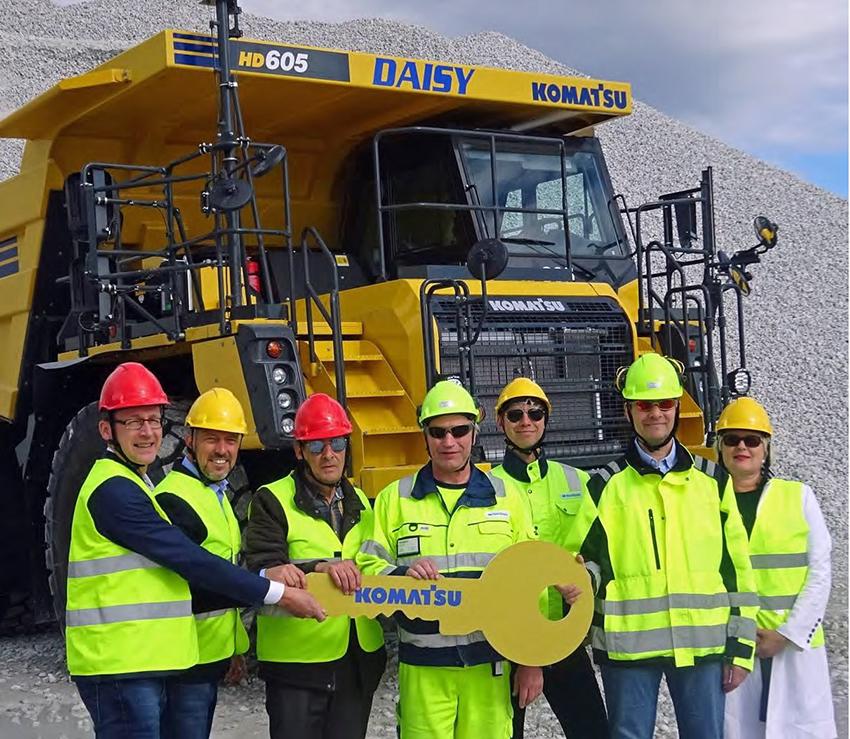 Från vänster: Hans Ripa (VD Söderberg & Haak Maskin AB), Lucas Berghult (Försäljningschef Komatsu Söderberg & Haak), Tomas Lindkvist (Inköpschef Nordkalk Storugns), Per-Erik Larsson (Produktionschef Nordkalk Storugns), Mikael Furu (CSCO Nordkalk), Ola Thuresson, (Enhetschef Nordkalk) och Anne-Maria Järvelä (Strategisk sourcingspecialist, Nordkalk)