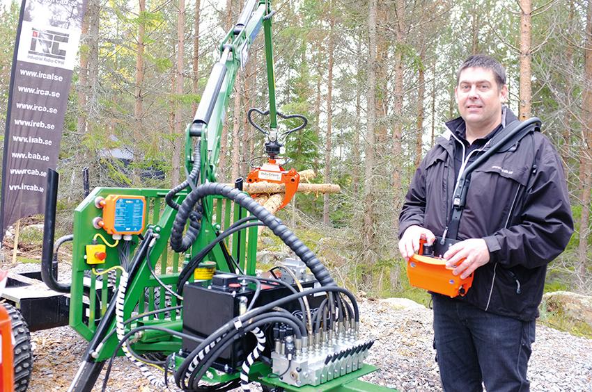 Partik Elg på IRC AB visade en radiostyrning för ventilpaket med PMW-signaler på Gallringsdagarna. Foto: Per Eriksson