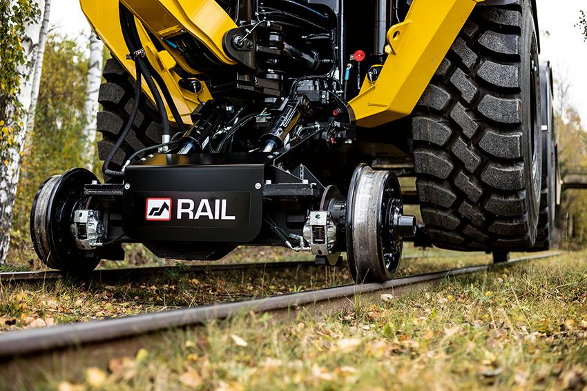Huddig 1260D Rail finns med både drivna och icke-drivna rälshjul. Redan levererade 1260D RAIL-maskiner kan uppgraderas till drivna järnvägshjul i efterhand.
