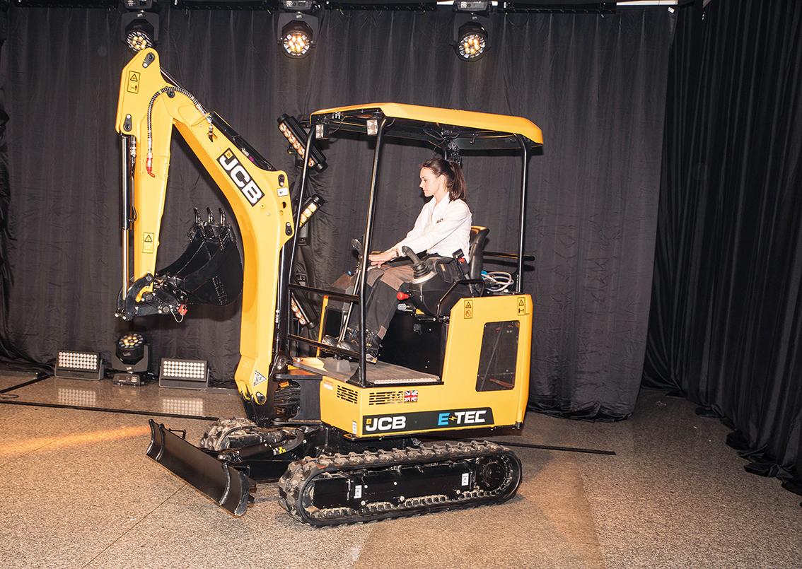 JCB kastar sig in i marknaden för elektriska grävmaskiner med en 1,9 tons minigrävare som kan köras på full effekt i fyra timmar på fulladdat batteri. Foto: Per Eriksson