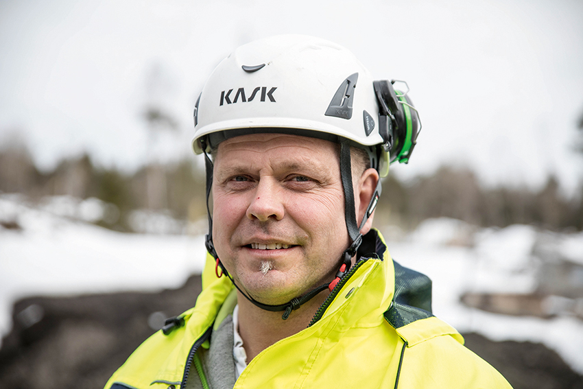 Micael Albertsson, lärare på ME-skolan i Uppsala trivs på jobbet. – Jag brinner för att arbeta med ungdomar säger han.