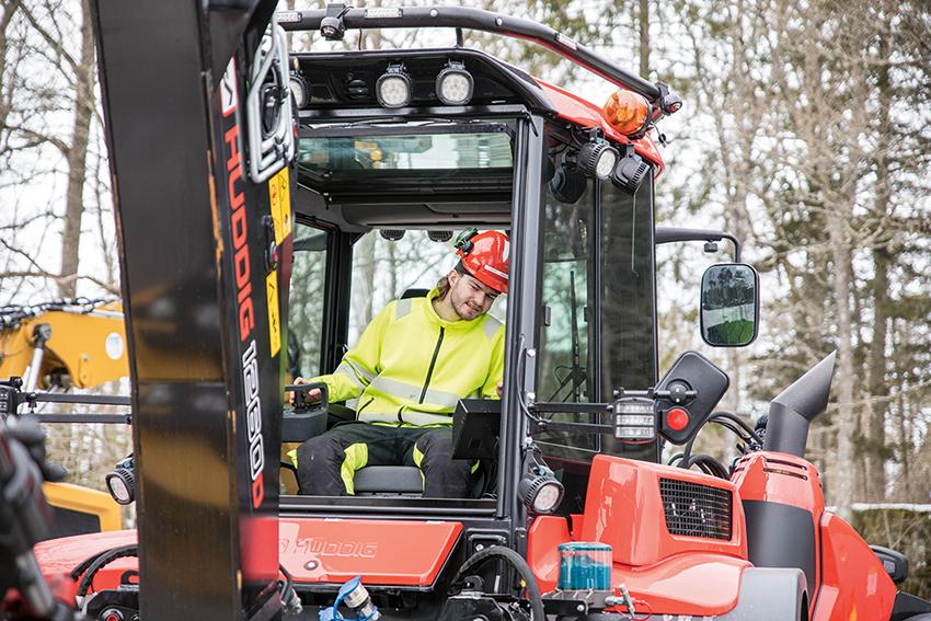 Jesper Permats visar att han har rätt egenskaper för att bli en duktig maskinförare.