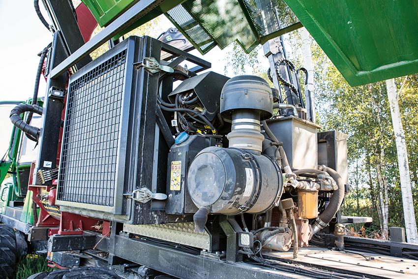 Kraftkällan är en Volvo Penta steg 4 miljömotor TAD873 VE på 320 hästkrafter. Det är en en rak 6-cylindrig dieselmotor på 7,7 liter.