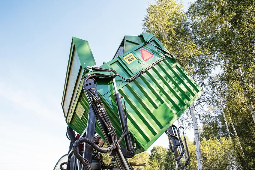 Containern är på drygt 17 kubikmeter vilket motsvarar tre tippningar i en lastbilscontainer. Tippningen av containern är nyutvecklad.