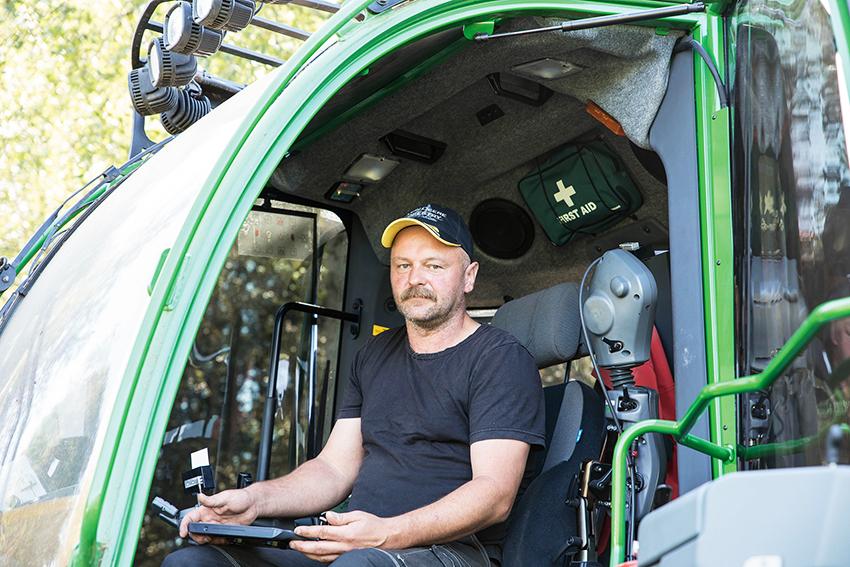 – Maskinen är riktigt effektiv säger Jimmy Larsson, maskinförare på Anders Ved & Maskin.