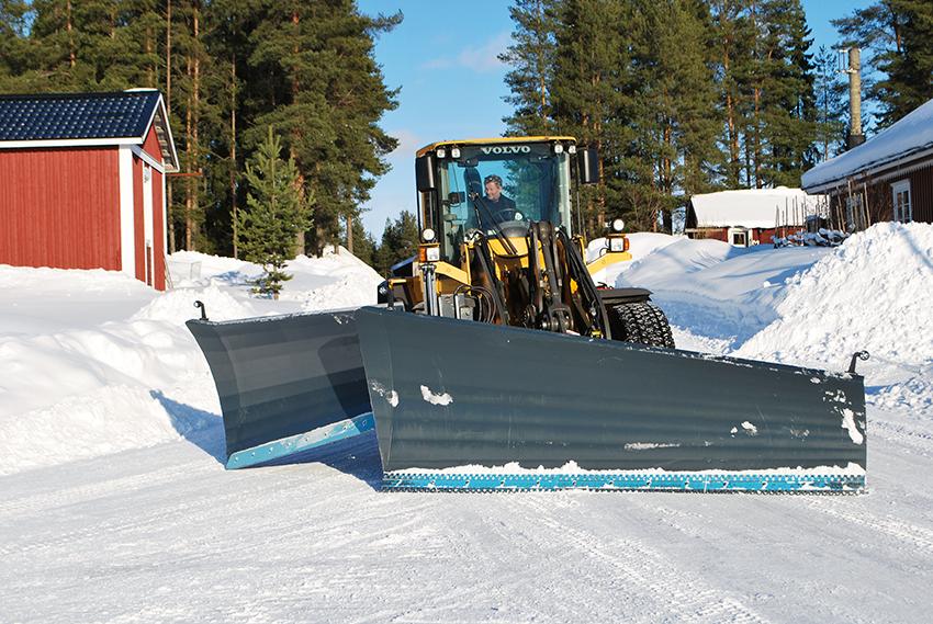 Ytterviks PrototypVerkstad (YPV) lanserar nya redskap för vintervägunderhåll inför den kommande säsongen. Bland annat en ny vikplog och en frontsidovinge för sammankoppling med valfriplog. Frontsidovingen kan även användas för snödikning och den snödikar ± 10°.