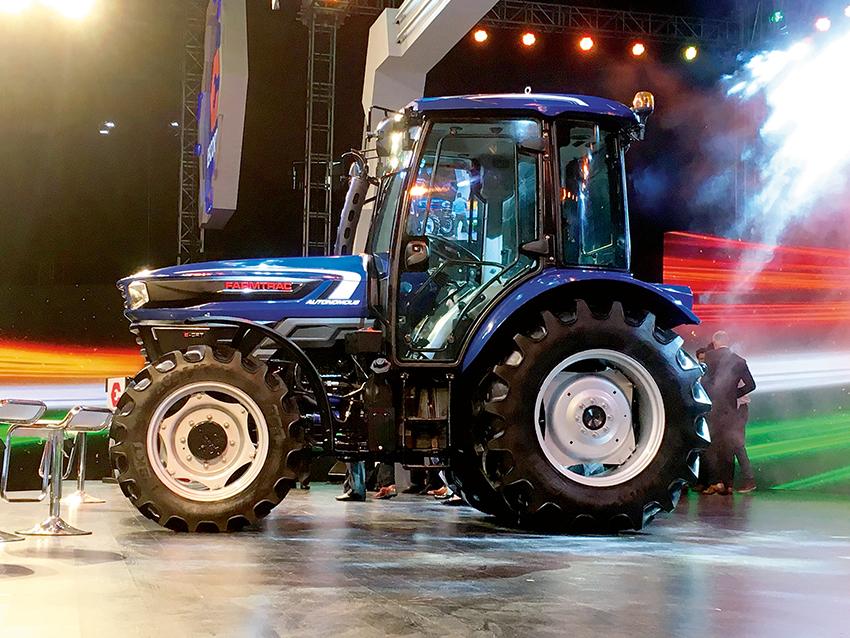 I början på septmber presenterades Automated Concept Tractor till allmänheten: Escorts första förarlösa traktor är exklusivt utrustade med BKT-radialdäcken AGRIMAX. Den nya självkörande traktorn presenterades på Escorts Exclusive 2018, ett event för den indiska teknikkoncernens återförsäljare, partner och största kunder.