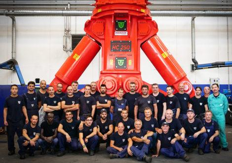 Teamet som byggde det 27 ton tunga specialverktyget.