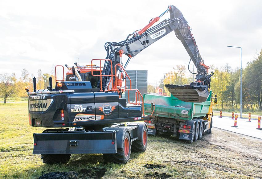JT Schakt har fått i uppdrag av Trafikverket att bygga nya busshållplatser i Skutskär. Foto: Per Eriksson