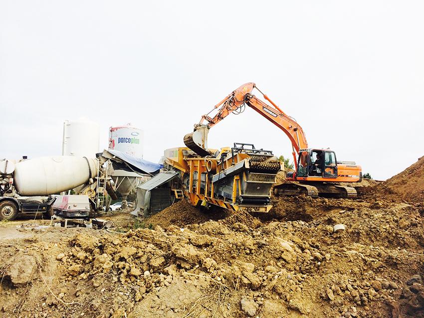 Leriga och instabila jordar kan vara ett stort problem vid olika byggen. Ett  sätt att hantera instabila jordar är att använda ett sorteringsverk med kalkmixer, vilket finns i sortimentet hos tyska maskintillverkaren Backers.