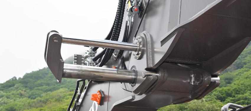 EC750E HR:s flexibla konfigurationsmöjligheter grundas på Volvos patenterade koncept med hydrauliska modulära leder. Den hydrauliska modulära leden använder en hydraullåsmekanism med två tappar för att ändra konfiguration från hög räckvidd till grävning.
