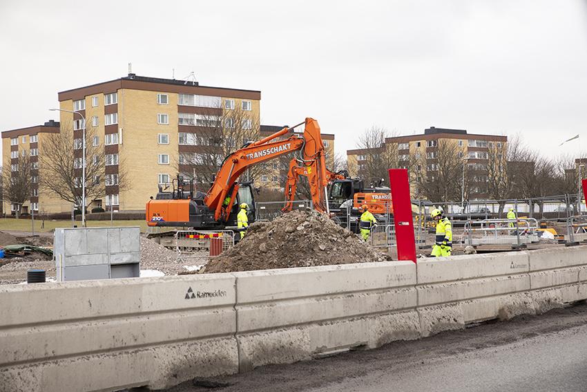 Platschefernas ledarskap är av stor vikt för hur säkerheten hanteras på byggarbetsplatser. Både direkta och indirekta ledarskapsbeteenden påverkar kulturen och kan endera främja eller hämma säkerheten. Foto: Per Eriksson.