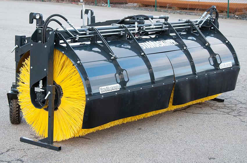 YstaMaskiner lanserar inför säsongen 2019 två nya modeller av sopvalsar med en arbetsbredd på 3,0 respektive 3,5 meter.