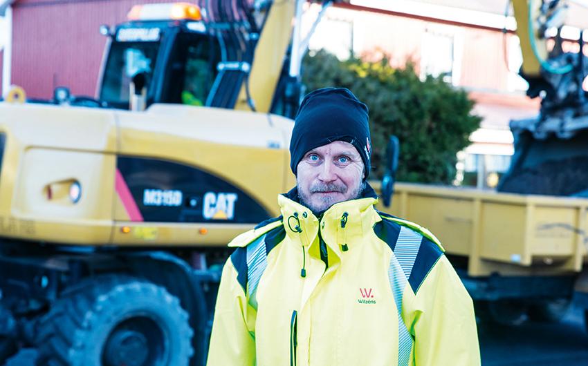 Marko Kumpulainen, projektledare på Wilzéns Mark är en av de som använder Next mobil tidsredovisning. Just nu arbetar Wilzens med att rusta upp Norra Cloettavägen i Ljungsbro. Där är det mycket att hålla reda på med stensättare, anläggare grävmaskiner, och stora mängder material. – Det underlättar mycket i det dagliga arbetet med mobil tidredovisning, säger Marko Kumpulainen.