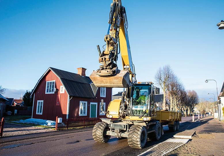 Wilzéns Mark arbetar just nu med att rusta upp Norra Cloettavägen i Ljungsbro.