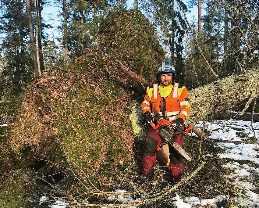 Anders Samuelsson från Skogsstyrelsen åker till Åland för att hjälpa till på ön efter stormen Alfrida.  Foto: Skogsstyrelsen.