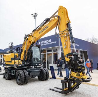Hyundai meddelade i samband med Bauma 2019 att de kommer börja fabriksmontera Engcons steglösa proportionalstyrsystem DC2 på sina grävmaskiner. Foto: Engcon.