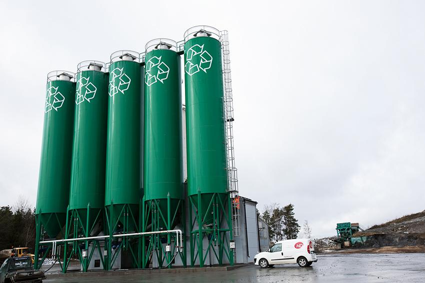 Nu lanserar Ragn-Sells en ny teknik för att utvinna rena salter ur flygaskan som uppstår vid förbränning av avfall.