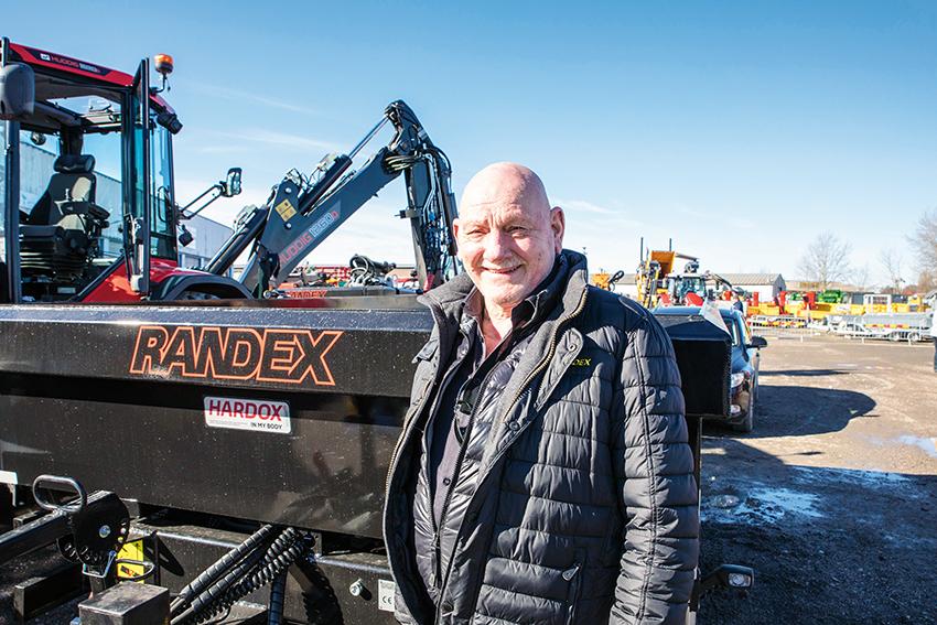 På Staffares vårvisning i Uppsala den 22-23 mars visade Ole Randli på Randex en 8,5 tons dumperkärra som är godkänd för 50 kilometer i timmen med B-behörighet. Kärran kommer även finnas i större storlekar.
