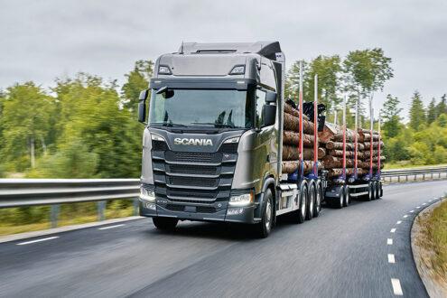 Forskningsstudier visar att bränsleförbrukningen, koldioxidutsläpp och andra luftburna utsläpp minskar med i genomsnitt 10 procent per transporterat ton vid användning av lastbilar med bruttovikt på 74 ton.