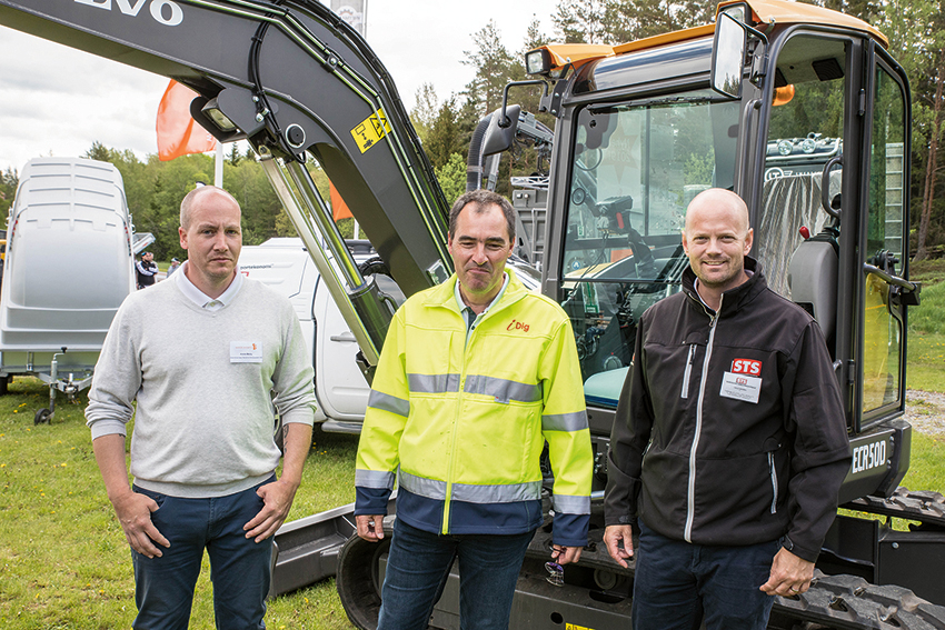 STS visade nytt grävsystem på MaskinExpo. Fr. v. André Melby, Norgeansvarig STS, Dirk Seidlitz, produktspecialist på IDig och Calle Andrén vd STS. Foto: Per Eriksson