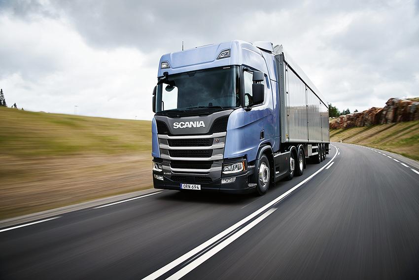 """Scania gör ett """"hat trick"""": Scania R 450 är Green Truck 2019 för tredje år i rad."""
