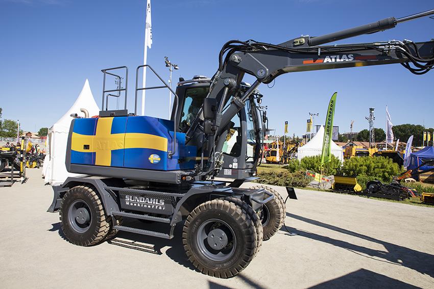 Sundahls säljer, bland annat, grävmaskiner från Atlas. Nu är det alltså bestämt att Engcons produkter Q-Safe och det standardiserade låssystemet ska vara Sverigestandard för Atlasmaskiner. Foto: Per Eriksson.