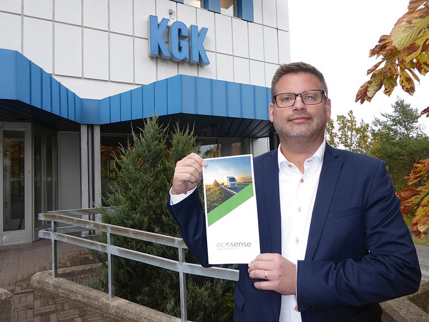 – Här har vi en produkt som sköter sig själv, spar mycket bränsle åt åkerierna och är bra för miljön, säger Johan Ottosson på KG Knutsson AB som är återförsäljare av Ecosense Trailer Assist.