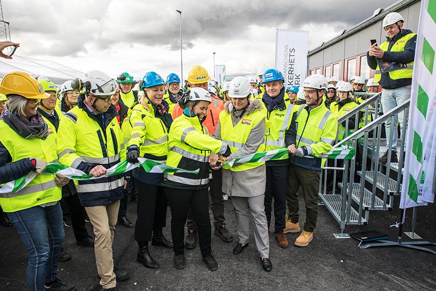 Den 7 oktober invigdes byggbranschens Säkerhetyspark på Kolstavägen i Märsta. Säkerhetsparken har en yta på 15 000 kvadratmeter. Det finns 15 olika scenarier inom allt från arbete på hög höjd, säker schakt och ergonomi. Foto: Per Eriksson