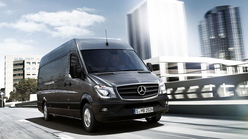 Många nya bilar som säljs efter 1 januari kommer att få en krftigt höjd fordonsskatt. Mercedes Sprinter 211 CDI har en skatt idag 5 500 kronor. Den nya skatten som gäller från nästa år landar på 14 300 kronor.