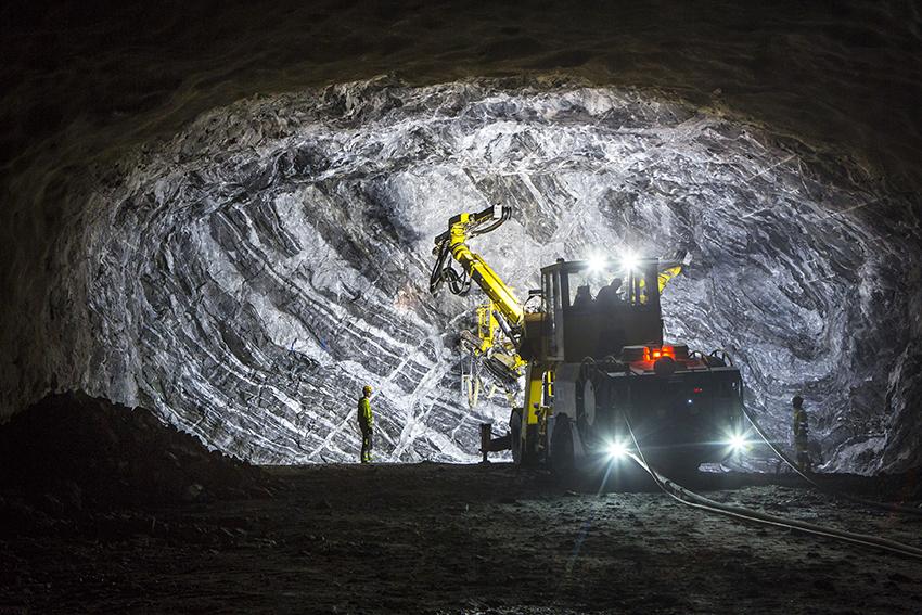 Vinsta , Skattegårdsvägen, borrning för salva i huvudtunnel norrut. Borroperatör Per Wreding 180917. Samtycke för foto med GDPR