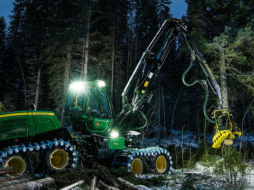 John Deere Forestry har bra försäljning. Företaget redovisar både sälj och produktionsrekord i fabriken. På skördarsidan slutar 1170G som klar vinnare och 1270G har gått upp jämsides med 1470G.