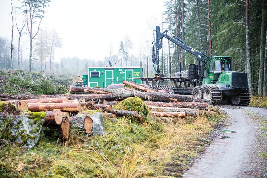 SCAs nya beslutsstöd för skotaroptimering hjälper företagets traktplanerare få fram smarta förslag som hjälper till att transportera ut virket ur skogen på det mest effektivaste sättet. Foto: Per Eriksson