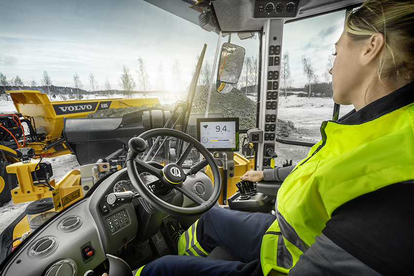 Unlock the full potential of your machine´s productivity with Load Assist. The integrated system offers real-time insight into the machine's payload, ensuring accuracy and uptime of any operation. Monitoring the amount of material moved has never been easier thanks to Volvo Co-Pilot, the high resolution in-cab display. Gain information to the machine, job and material data, accessible whenever you need it – so you can finally say goodbye to guess-work.