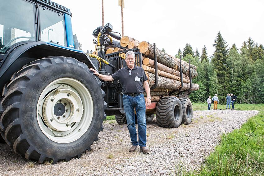Lars-Johan Johansson på Nordenväg visade företagets unika vägbank på SkogsElmia förra året där man byggt en 50 meter lång väg på mycket mjuk mark. Foto: Per Eriksson.