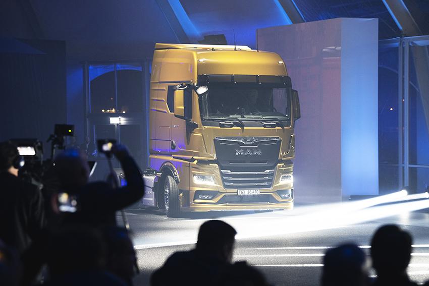 Efter fem års utvecklingsarbete      kunde MAN:s vd Joakim Drees avtäcke den nya generationen lastbilar. Det är 20 år sedan som MAN sist lanserade en helt ny lastbilsgeneration.     Avtäckningen skedde vid ett stort event i spanska Bilbau.