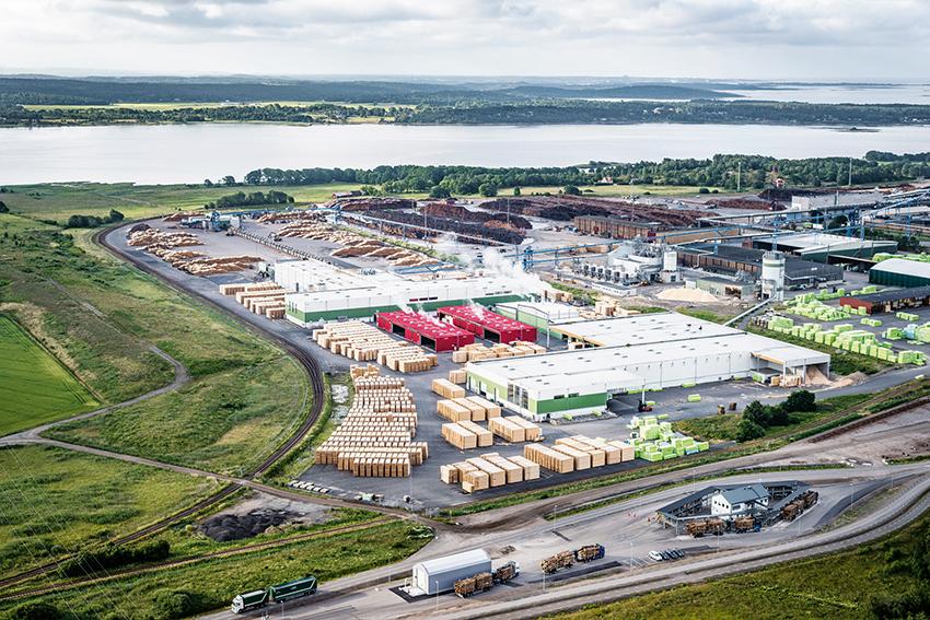 Södra gör omfattande investeringar vid sågverket i Värö i framför allt efterbehandling och torkar, men även i övriga delar av anläggningen. Foto: Per Pixel Petersson